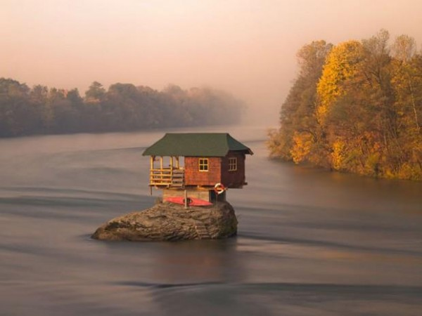 tiny-house-on-the-water-600x450