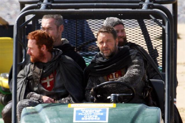 16th June 2009. Russell Crowe is pictured on set filming the latest Robin Hood film. Also pictured, Scott Grimes. Credit: Ross/GoffPhotos.com Ref: KGC-96